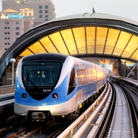 لصان يلقيان بمجوهرات في محطة مترو دبي خوفاً من الشرطة